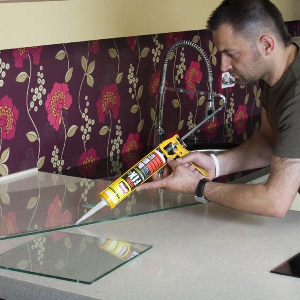 Jak ozdobić ścianę w kuchni i zabezpieczyć przed wilgocią krok po kroku -> Urządzanie Kuchni Krok Po Kroku